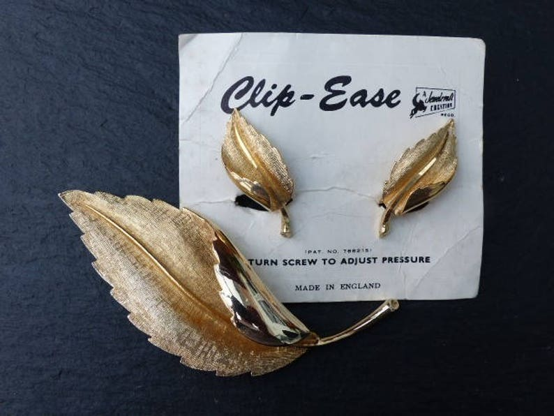 BNWT Vintage 1960s Gold-plated Curled Leaf Brooch With Matching Screw-Clip Earrings on Original Card CORO  JEWELCRAFT