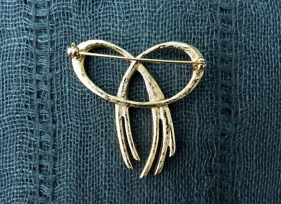 Vintage 1980s Gold /& Black Trifari Chain Dangles Pin Brooch