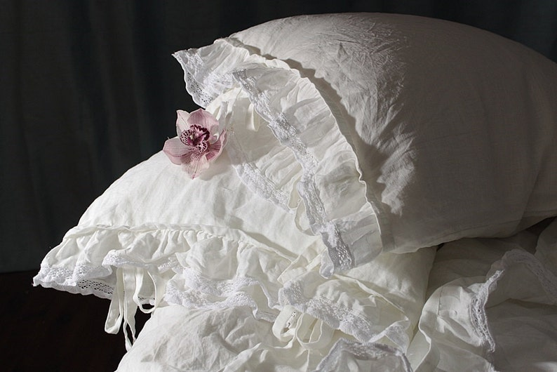 Pure linen pillowcase 'Madeleine' with ruffle and image 0