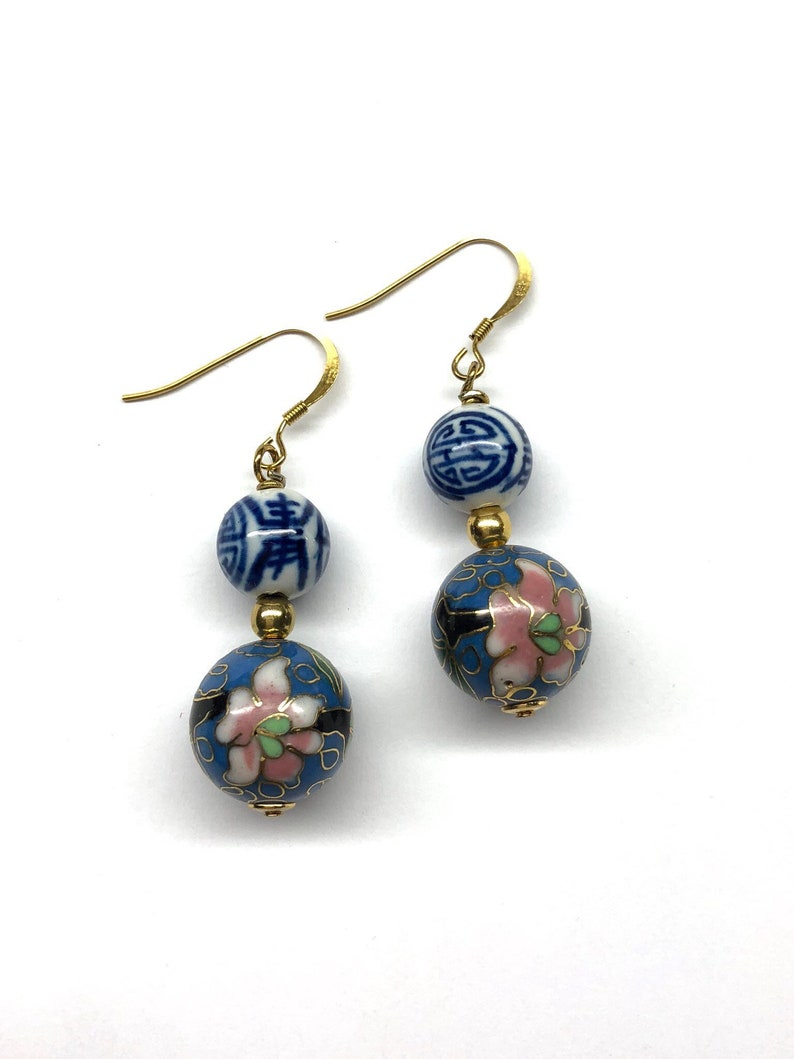 Chinese Cloisonne Earrings, Blue and White Porcelain Earrings, Vintage  Cloisonné Bead 70s, Blue and White Porcelain 壽 Longevity Earrings