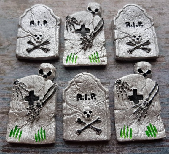 6 Edible sugar pas fondant Halloween cake decorations tombs tombstones monuments skulls cupcake toppers