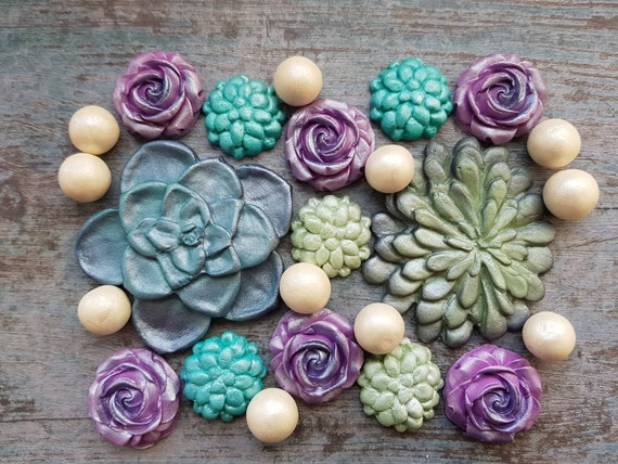 Edible sugar succulent, sugar paste flowers, sugar roses topper, succulent topper, wedding cake topper, fondant succulent.