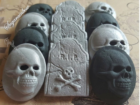 12 Edible sugar Halloween cake decorations skulls tombs cupcake toppers