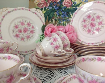 "Pretty in pink!!    Charming set of 27 pieces Tuscan "" Love in the Mist"""
