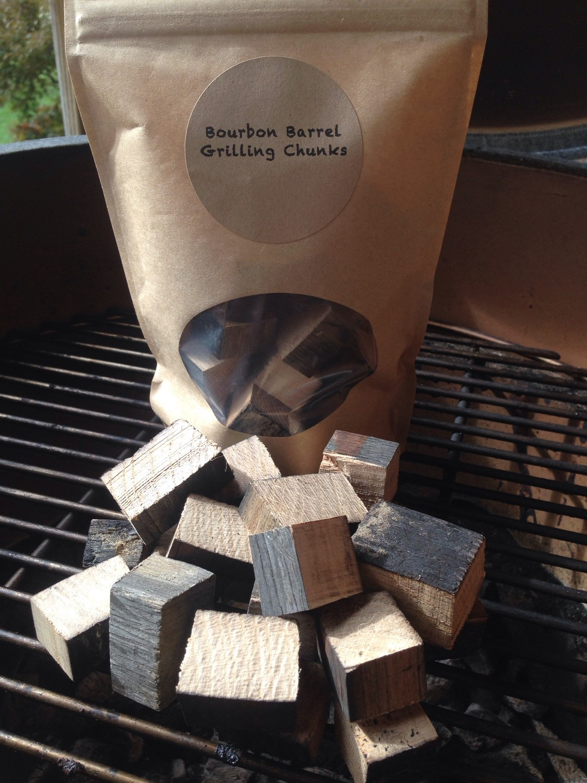 bourbon barrel grillen holz rauchen chips geschenk f r ihn. Black Bedroom Furniture Sets. Home Design Ideas