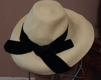 Couture Fashion Leslie James Vintage Wide Brim Straw Hat