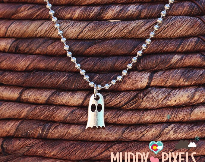 Kawaii Little Spooky Cute Hollow Ghost Necklace - Ancient silver
