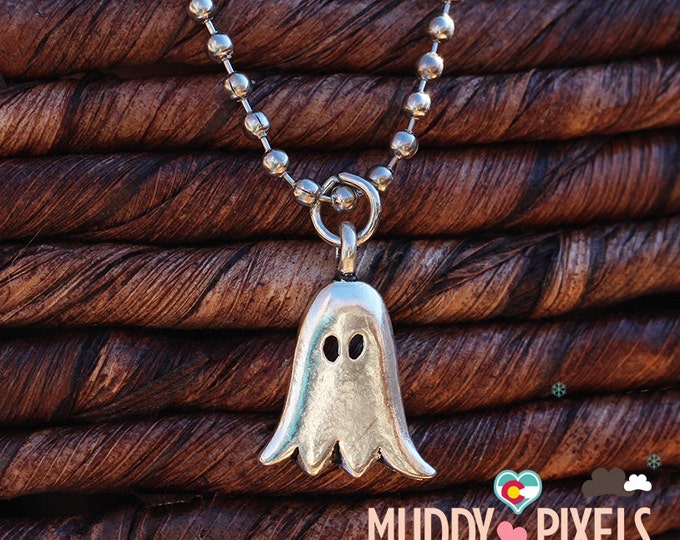 Kawaii Little Spooky Cute Ghost Necklace - Ancient silver