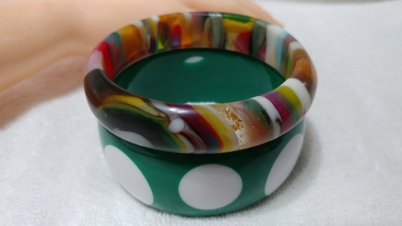 Vintage Green /& White Polka Dot Rainbow Striped EYE Lucite Bangle Bracelets
