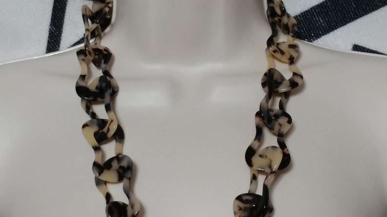 Vintage Cream Tortoise Irregular Link Cookie Dough Long Lucite Necklace