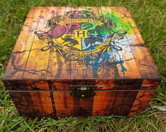 Harry Potter wood box, Hogwarts Crest, Harry Potter gift, Unique personalized gift, Keepsake wood box, HP, Pottery, Wizard
