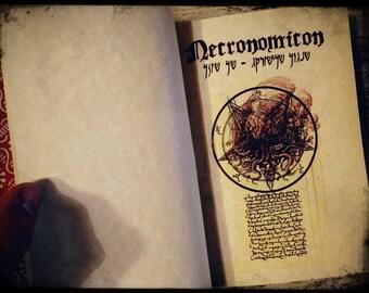 NECRONOMICON - Cthulhu - Il libro medievale dei dannati. Fatto a mano con illustrazioni a colori di François Launet - H.P. Lovecraft