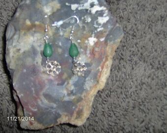 Awesome hand wired emerald tear drop earrings, with silver fish hooks and silver plated filigree dangle.
