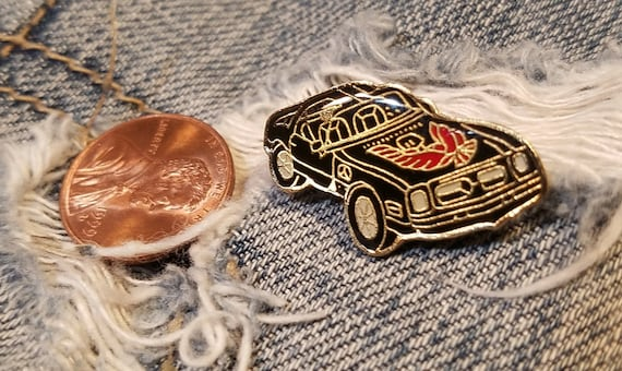 Vint SUPER CHEVY SUNDAY Red//White//Gold Souvenir Pin for Hat Lapel Jacket Shirt