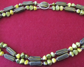 Beaded necklace Vintage 60's.  Green  and yellow colors . :Marked Hong Kong on the clasp