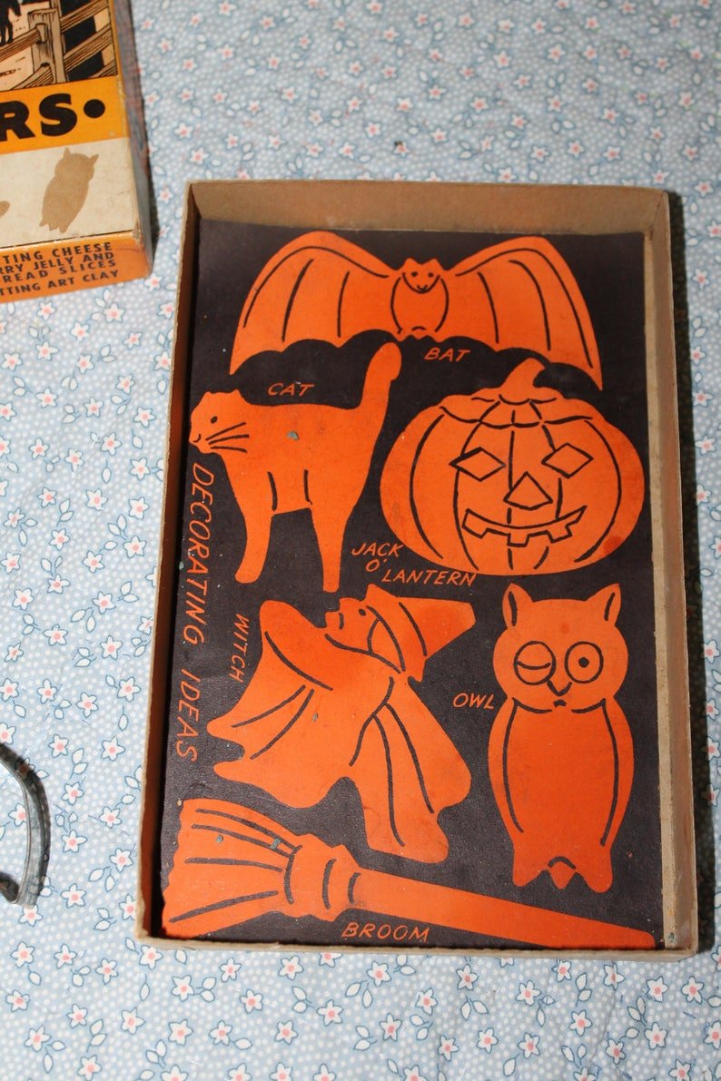 Comes w Box there are only 5 out of 6 cutters used for Pumpkin or Clay cut outs This is a Vintage Cookie Cutter Collection for Halloween