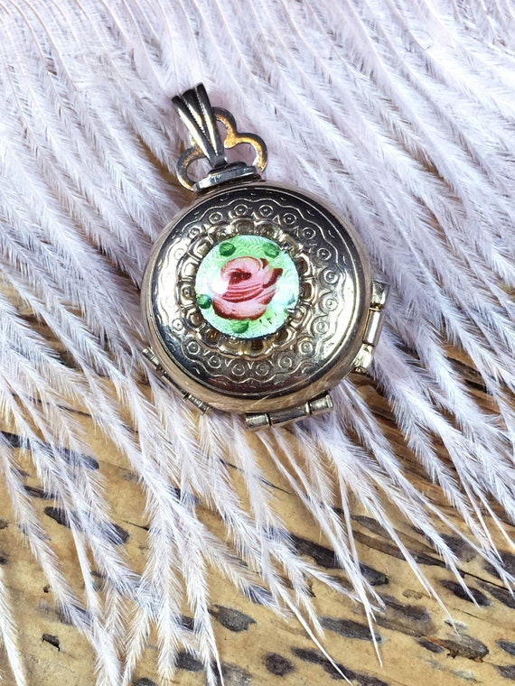 Vintage 1920's guilloche 4 way locket, something o