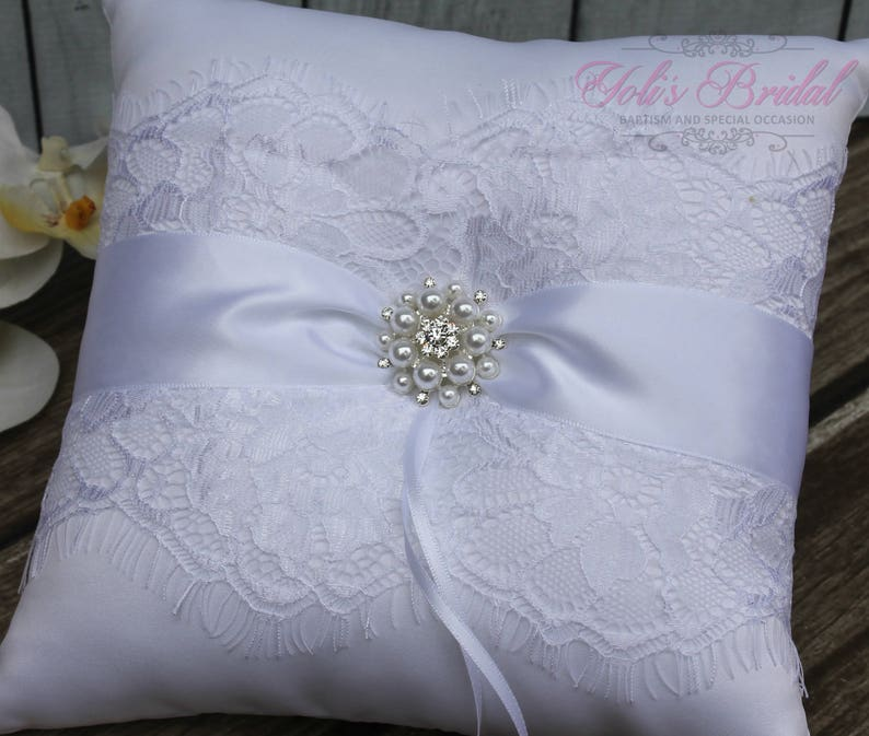 FAST SHIPPING Romantic Ring Pillow White Ring Pillow image 0