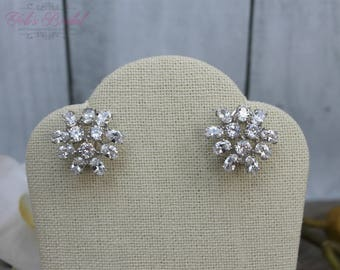 FAST SHIPPING!! Beautiful Silver Swarovski Crystal Earrings, Bridal Earrings, Mother of the Bride, Bridesmaid Earrings, Sweet 16 Earrings