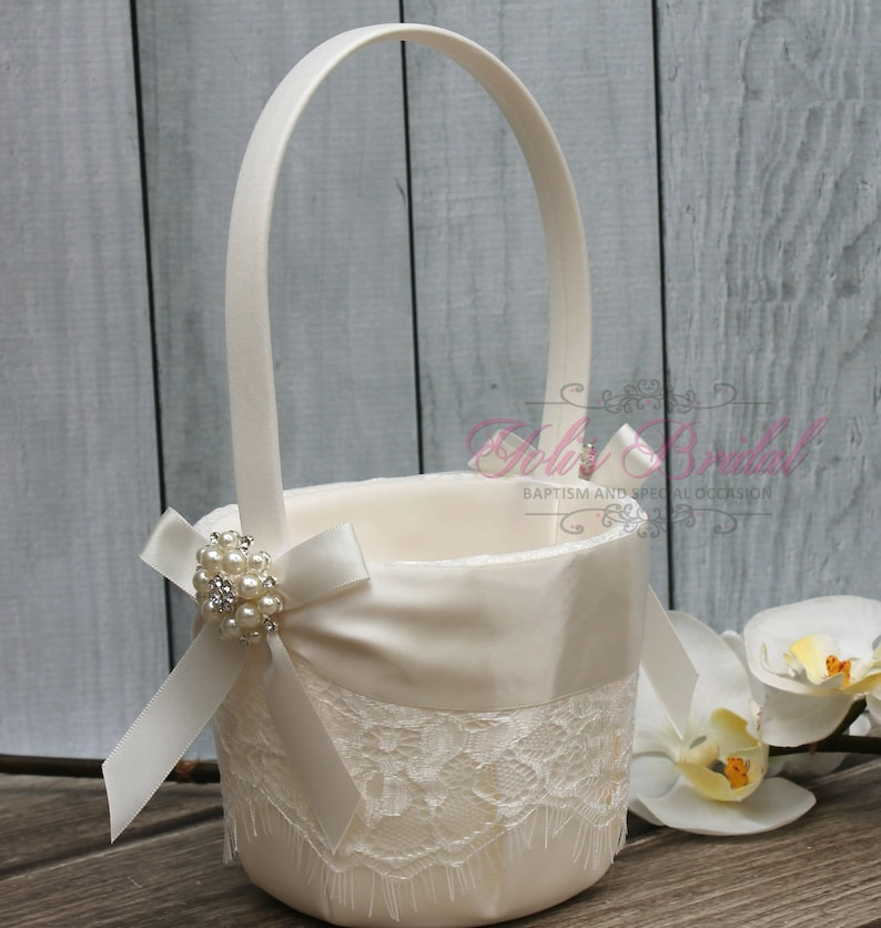 FAST SHIPPING Beautiful and Romantic Flower Girl Basket image 0