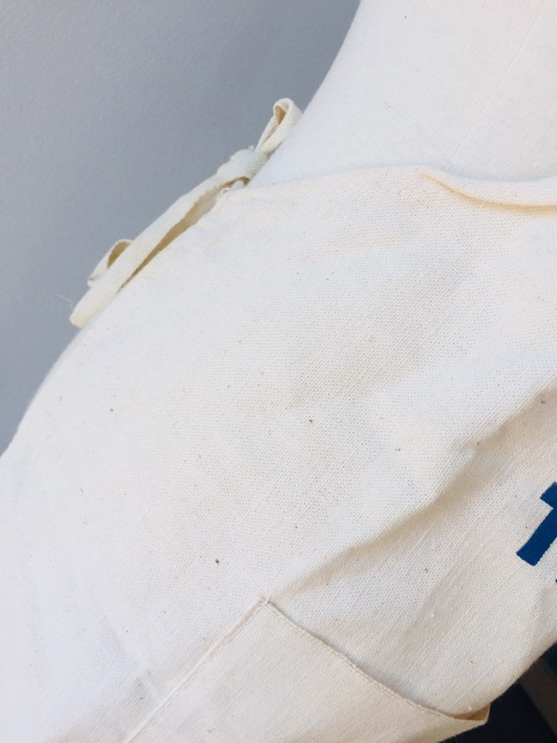 One Size Thomasville Inc GA Georgia Crate and Basket Co Vintage Canvas Feel Advertising Apron w Navy Blue Text Logo /& Pocket