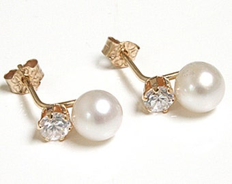 Solid 9ct Gold Cultured Pearl and CZ Stud earrings with FREE gift Box S440CP