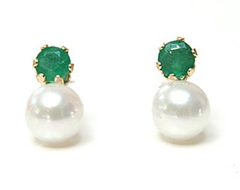 Solid 9ct Gold Cultured Pearl and Emerald Stud earrings FREE Gift Box S518