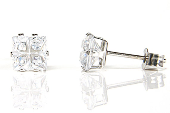 9ct White Gold Teardrop CZ Stud Earrings Gift Boxed Studs Made in UK