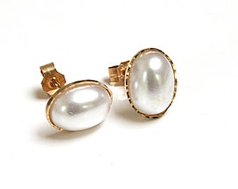 Solid 9ct Gold Pearl Stud earrings S332
