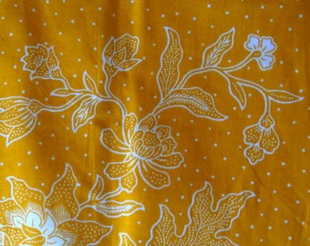 Java Batik fabric - 210x110cm-floral white on yellow background with gold