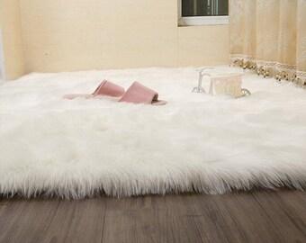 bdacbad85 White faux fur