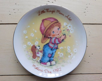 Mother's Day 1982 Vintage 5 In. Avon Plate Made in Japan Little Things Mean Alot