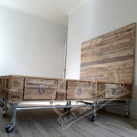 scaffold and pallet wood bed with headboard and drawers. Black Bedroom Furniture Sets. Home Design Ideas