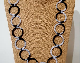 Crochet necklace with black/grey rings, crochet chain