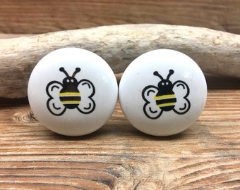SET OF 2 Bumble Bee Knobs   Honeybee Cabinet Knob Drawer Pull   Nature  Nursery Decor