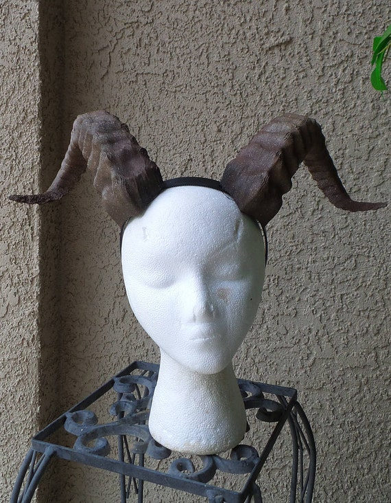 Choose from three sizes 11in 14in or 17in Beast Grand Costume Cosplay ULTRA LIGHT WEIGHT Curled Beastly Horns New Arrival