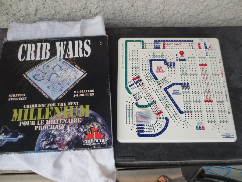 **FREE Shipping** Brand New Rare Vintage 1997 Dead Stock Crib Wars Cribbage Board Game Set