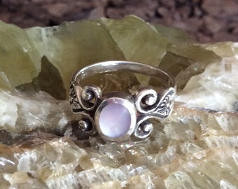 Vintage Sterling Silver Mother of Pearl Ring / Mother of Pearl Ring Size 8.5