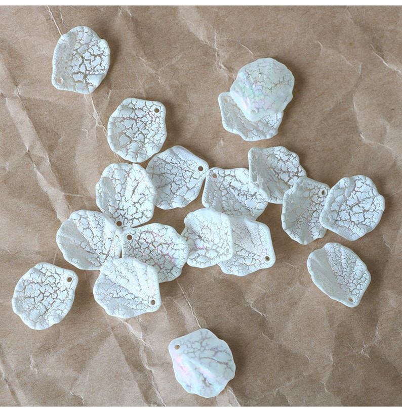 20PCS Resin Charms Faux Shell Charms White Tiny Charms Beads,Jewelry Charms for Earring Making Resin Leaft Charm Pendant