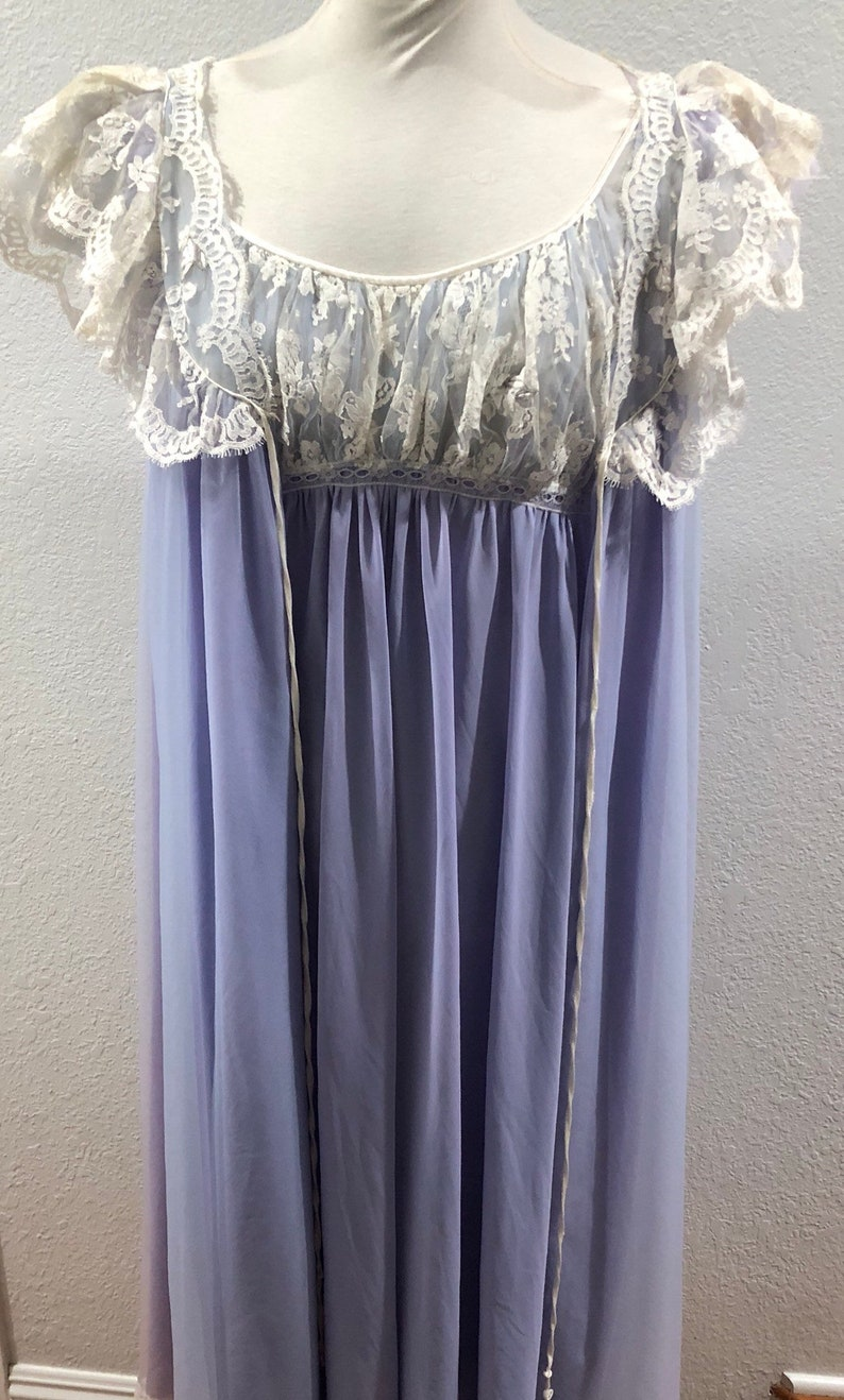 CLAIRE SANDRA by LUCIE ANN VTG EYELASH Lace Sleeves BLACK Nightgown size Large