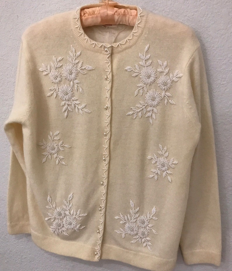 1950s White Beaded Sweater Size large with pearl buttons hand  057309ef9
