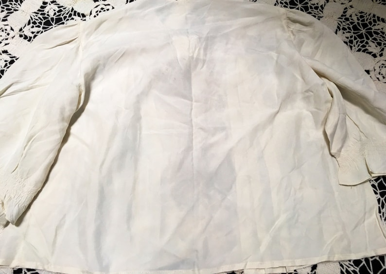 Ecru Nylon Trimmed in Embroiderd Lace with Hearts and Flowers Size Medium Great Cond. 34 Sleeves Sale 1940s Bed Jacket