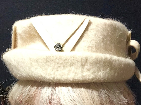 06c09f20a7418 Winter White Hat Circa 1950s Wool with Bows and Rhinestone