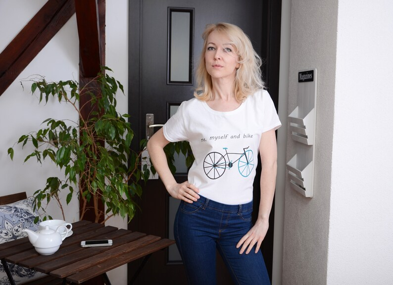 SALE T-shirt with print / with the inscription  me myself image 0
