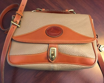 Gorgeous Vintage Authentic Dooney and Bourke Crossbody Bag With Handle, Dr.'s Bag, Messenger Bag, All Weather Leather, PA Estate,CLEAN!