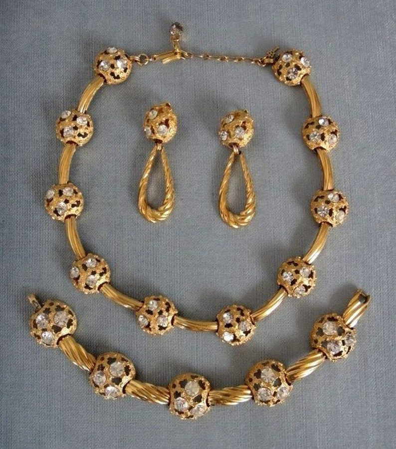 09a1f8d9d1961 Gorgeous TRIFARI Signed CRYSTAL NUGGET Dome and Rope Necklace Bracelet &  Drop Earrings Set Gold Metal Vintage Designer Runway Statement Mint