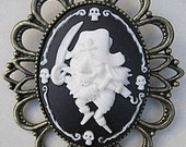 MADE IN FRANCE Retro vintage cameo brooch pirate black sails jack sparrow skull skeleton halloween knife sea sailor caraibean ship