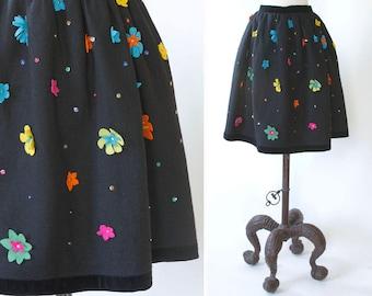 vintage 1960s skirt <> 1960s felt skirt <> 60s felt skirt with flowers <> felt skirt with flower applique