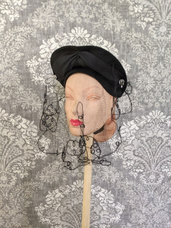 vintage early 1940s black felt hat with netting