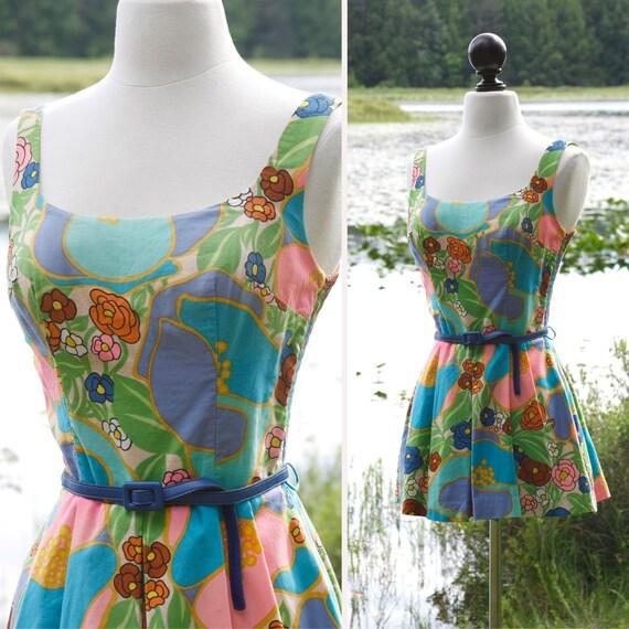 vintage 1960s bathing suit <> 60s bright floral pr